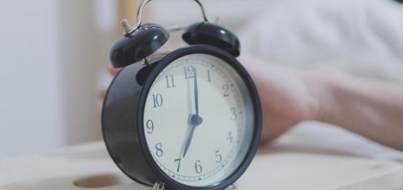 Acordar antes das 10h pode causar doenças, diz estudo