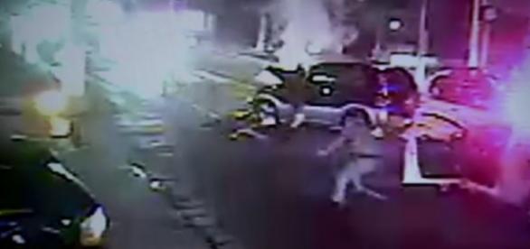 Vídeo mostra que menino já tinha sido morto antes de PMs pararem carro
