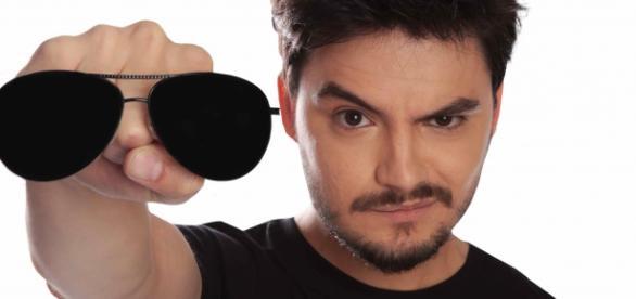 Felipe Neto diz que foi ameaçado por Biel em rede social.