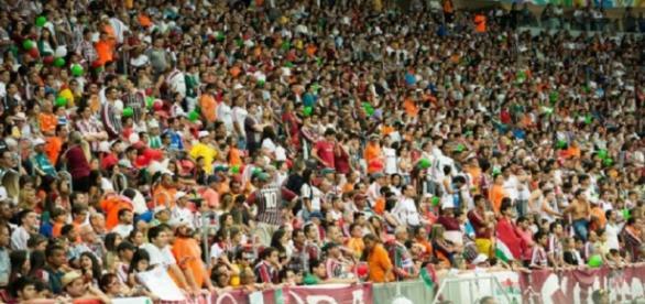 Torcida do Fluminense no Mané Garrincha, palco do jogo contra o Corinthians (Fonte: Site Oficial do FFC)