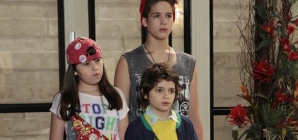 Os irmãos Vaz acabam no orfanato por causa de Regina