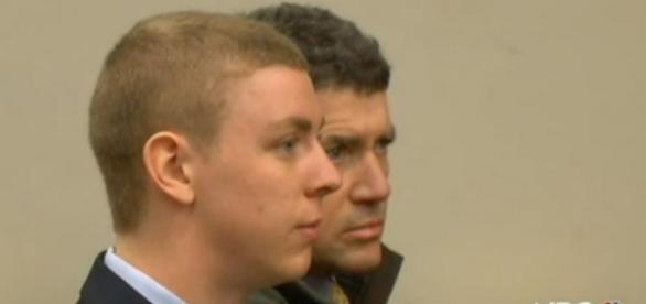 Pai de Brock Turner, condenado por estuprar uma jovem inconsciente, disse que prisão era um preço muito alto a se pagar por um ato de 20 minutos.