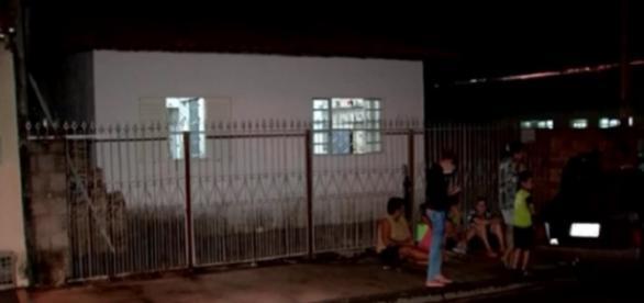 A menina de 8 anos encostou na cerca elétrica improvisada pelo seu pai e morreu