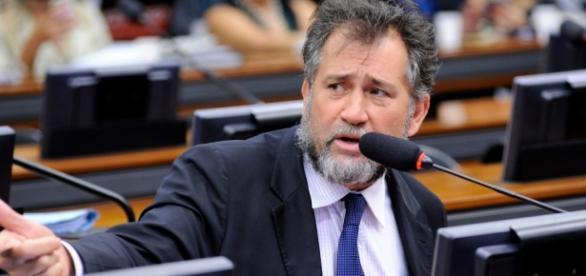 deputados batem boca na Câmara dos deputados