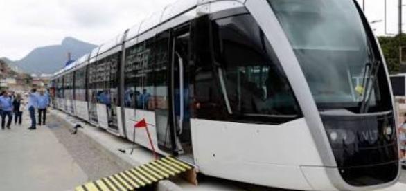 Em primeiro dia útil de operação, VLT sofre pane no Rio de Janeiro