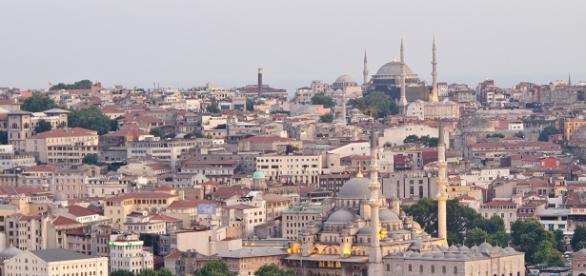 Estalla coche bomba en el corazón de Estambul