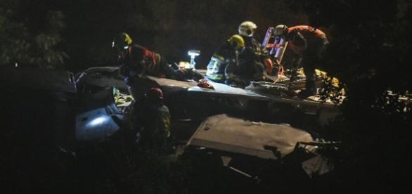 Reanimación y rescate en uno de los vagones del tren