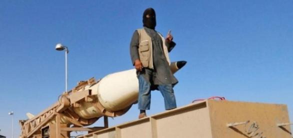 ISIS arată o rachetă balistică capturată într-un material de propagandă video din 2014