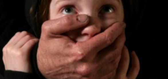 Minoră violată de un cadru medical