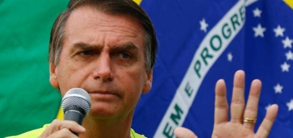 Professora é demitida após falar mal de Bolsonaro