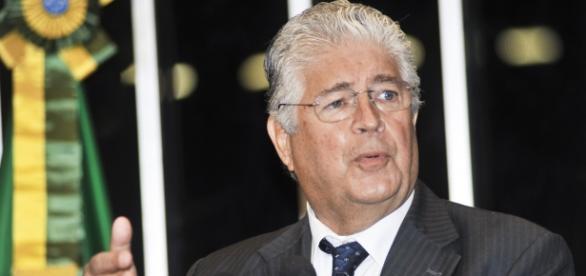 Roberto Requião é crítico da política adotada por Michel Temer