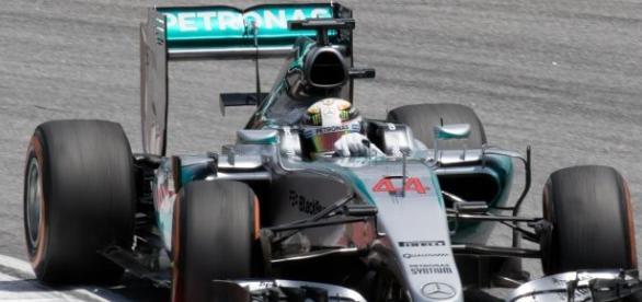 Assistir à F1, ao vivo, no próximo domingo, só será possível na TV por assinatura.