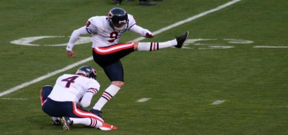 Robbie Gould is still one of the better kickers in the league. (Via Wikipedia Commons)