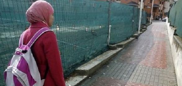 Româncă maltratată de soțul ei pentru că refuza vălul islamic
