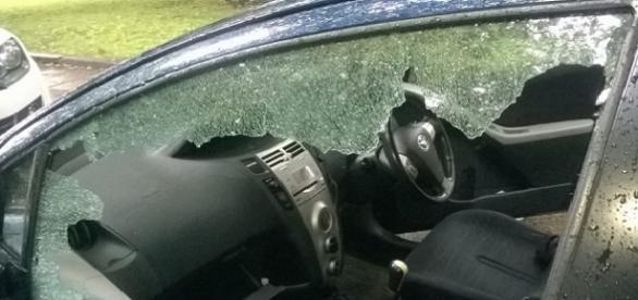 Autoturismele românilor au fost distruse