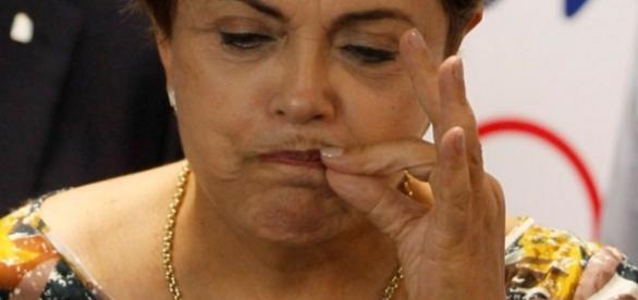 Dilma não quer abrir o bico para se defender