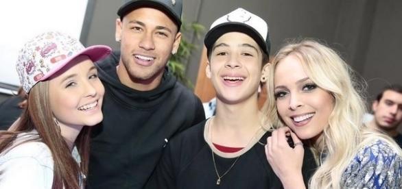 Larissa Manoela encontra Neymar