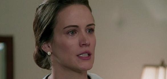 Maria fica revoltada com Sandra e promete acabar com ela