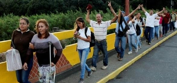 Miles de venezolanos cruzaron la frontera con Colombia para comprar comida