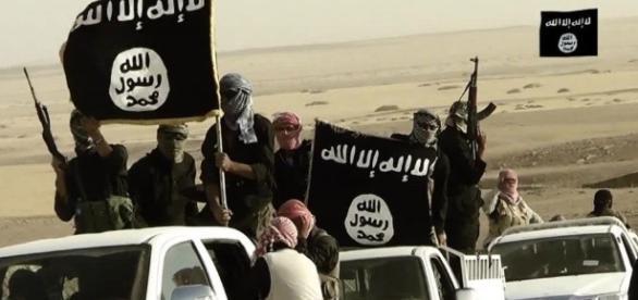 Statul Islamic deși pierde teren se reorganizează pentru a răspândi în continuare teroarea în lume