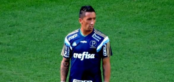 Atacante Lucas Barrios tem nova chance como titular hoje na partida entre Palmeiras e Santos