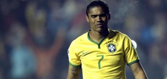 Douglas Costa não participará dos Jogos Olímpicos.