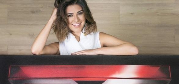 Fernanda Paes Leme é a apresentadora do programa em sua versão brasileira