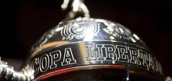 São Paulo chega na Colômbia mirando a Taça
