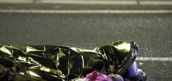 Criança vítima do atentado em Nice nesta última quinta-feira (14)