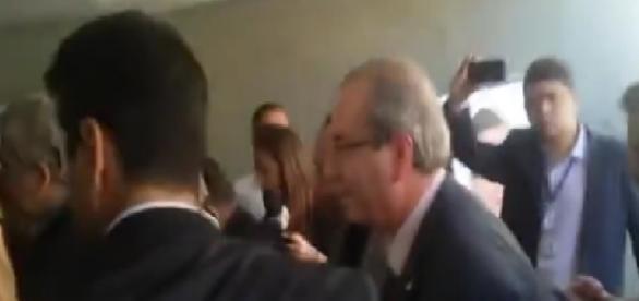 Eduardo Cunha é hostilizado em volta à Câmara