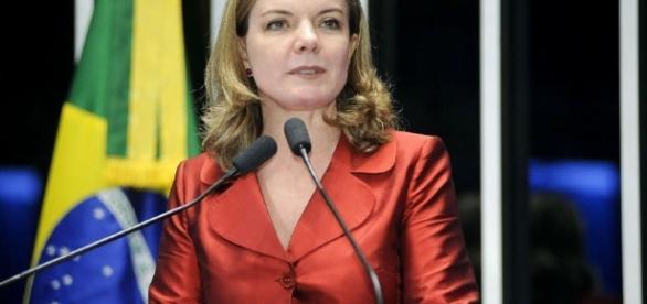 Gleisi Hoffmann responsabiliza oposição pela crise econômica ... - leg.br