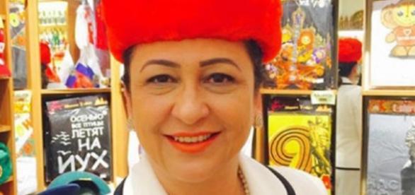Kátia Abreu e a foto com o chapéu comunista - Imagem/Facebook