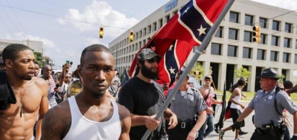 Panteras Negras contra Ku Klux Klan