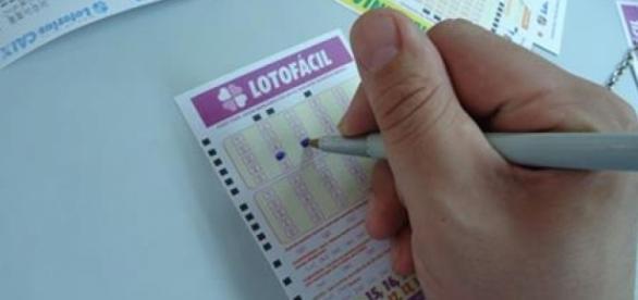 Resultado Lotofácil 1386: confira os números do sorteio de hoje