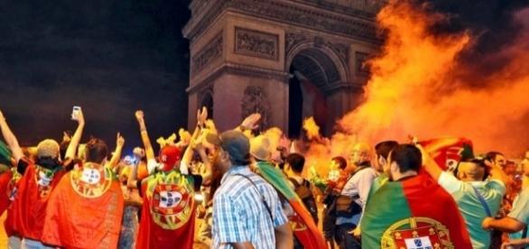 Seis portugueses foram atacados violentamente