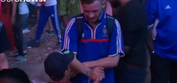 Vídeo de menino português consolando torcedor francês emociona