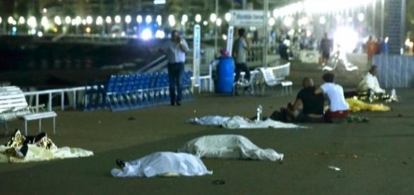 Atentado deixa mais de 70 mortos na França