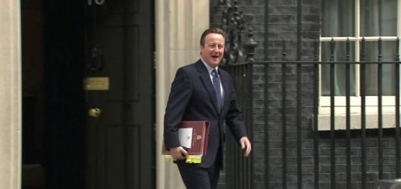 David Cameron antes de ver a la Reina