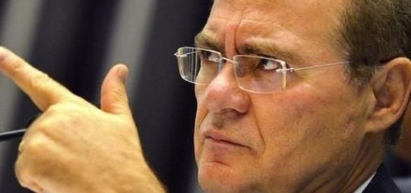 Renan Calheiros discute com senador Cristovam Buarque