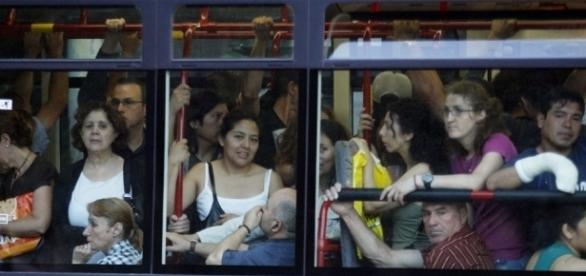 Un autobús lleno de viajeros   Edición impresa   EL PAÍS - elpais.com