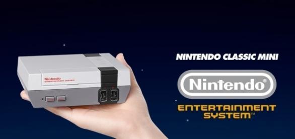 Fotografía promocional de la nueva consola de Nintendo, llamada Nintendo Classic Mini