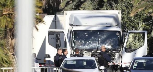 În urma atacului terorist sunt 87 de morţi şi peste 100 de răniţi