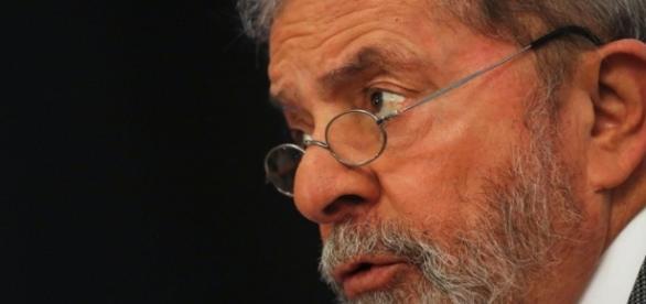 Ministério Público Federal solicita que ex-presidente Lula tenha que se explicar ao juiz Sérgio Moro sobre cofres apreendidos.