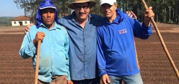 Ratinho e funcionários - Foto/Reprodução: Facebook
