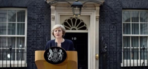 Theresa May a anunțat lista noilor miniștri