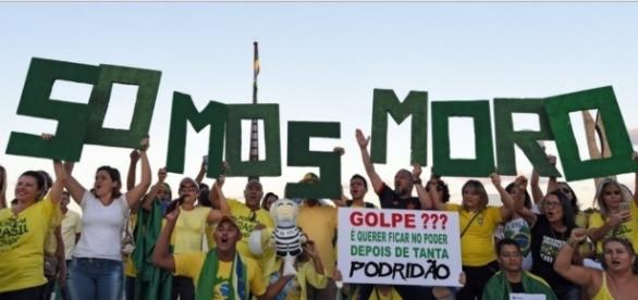 Brasileiros prometem novas manifestações