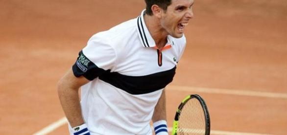 El azuleño Federico Delbonis superó al italiano Andreas Seppi en el primer punto de la serie de cuartos de final de Copa Davis