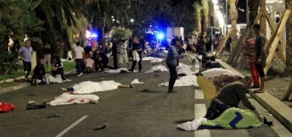 Pelo menos 84 pessoas morreram em Nice