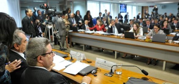 Senadores da linha de frente da defesa de Dilma pedem o arquivamento do impeachment