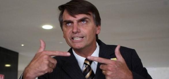 Jair Bolsonaro causa polêmicas com comentários nas redes sociais